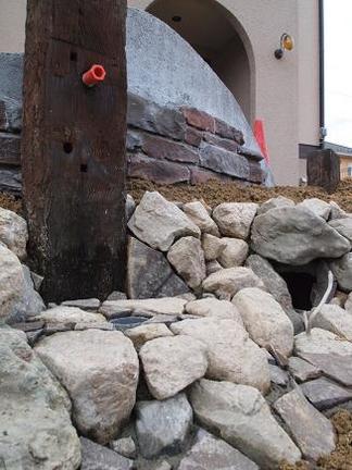枕木造りの立水栓
