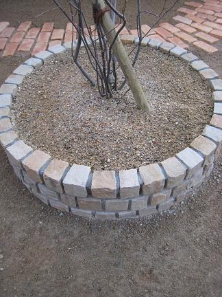 ピンコロ石の円形花壇