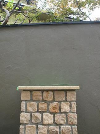 ピンコロ石積みの花台