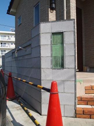 直線仕上げの壁