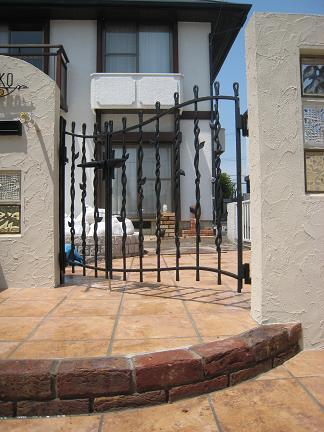 親子仕様の鋳物門扉
