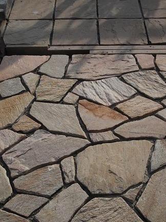 乱貼り形状の石材