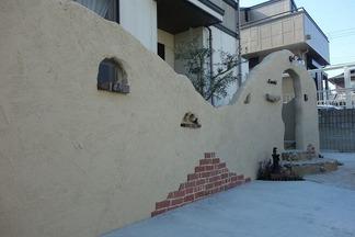 塗り壁仕上げのアーチ