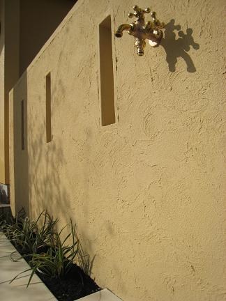 目隠しスリット入りの壁