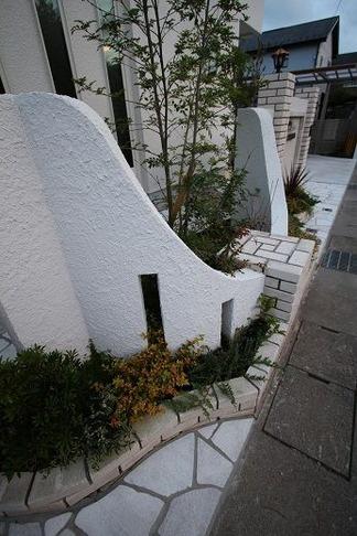 曲線仕上げの花壇
