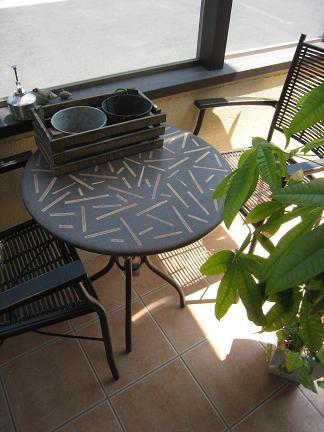 ココマに置かれたテーブル&チェアー