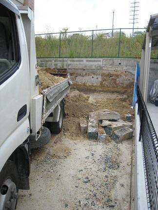 掘削残土積み込み中