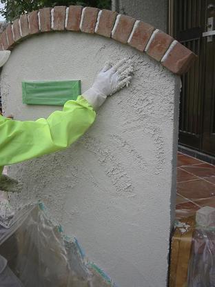 手で塗り込みます!