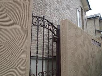 勝手口のアルミ鋳物門扉