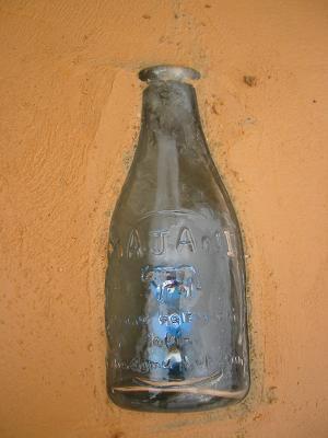 牛乳瓶・・青いビー玉