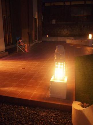 素敵な夜の灯りに照らされて