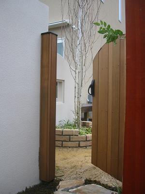 木製の扉を開けると・・・