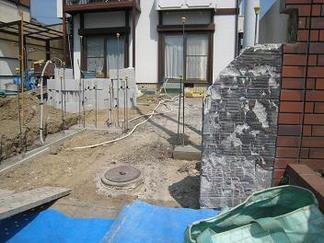 まずは門周りの解体作業