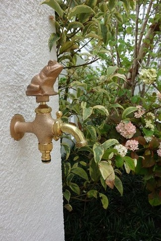 カエル水栓