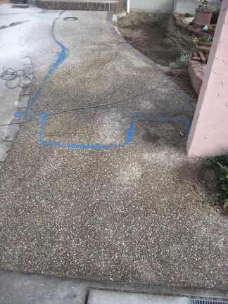 青いペンキのライン