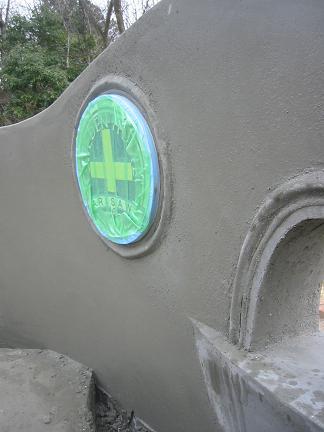 飾り穴と銘板