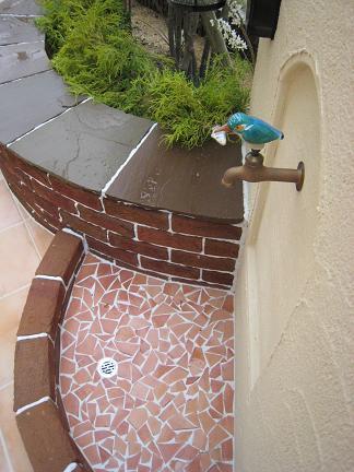 立水栓とベンチ