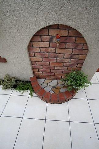 レンガ造の立水壁