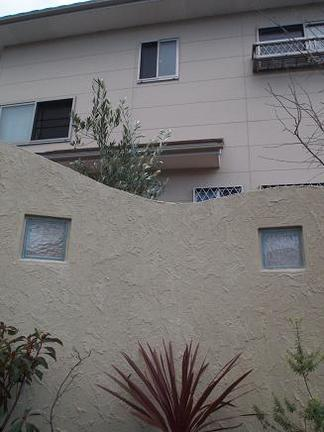 ガラスブロックと植裁