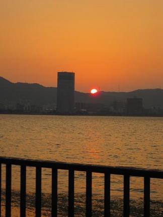 琵琶湖に沈む太陽