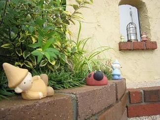 レンガ積みの花壇