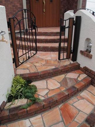 玄関への入口