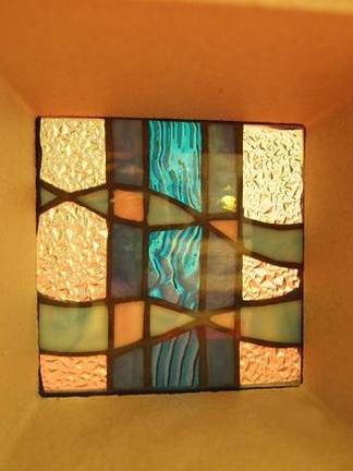 ブルーで彩るステンドグラス