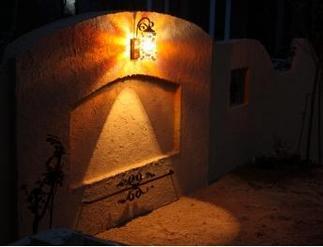飾り壁を照らす光り