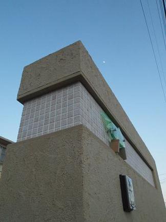 モザイクタイル貼りの門柱