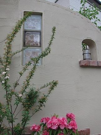 門柱を彩る植物たち