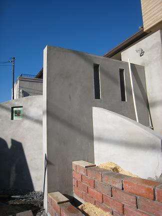 直線壁と交差する曲線壁
