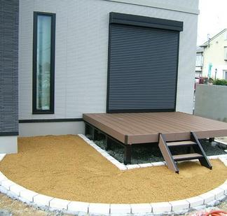 ウッドデッキ&芝生スペース