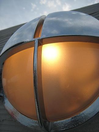 真鍮製のブラケットライト