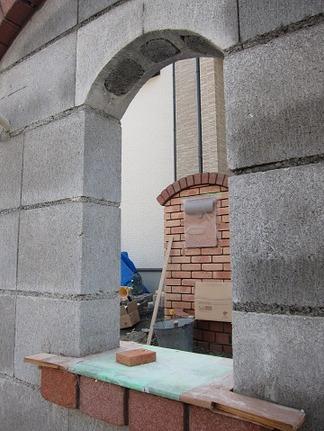 門柱のくりぬき穴
