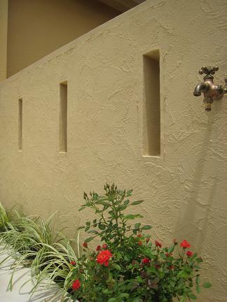 素敵な壁が出迎えてくれます