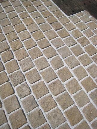 ピンコロ石敷き
