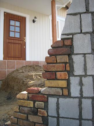 門柱に入れ込んだレンガ積み