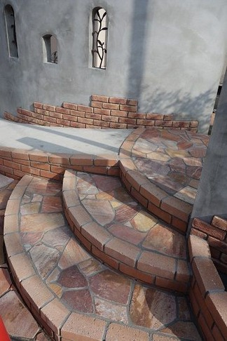 レンガ造の階段