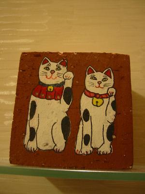 レンガ製の招き猫
