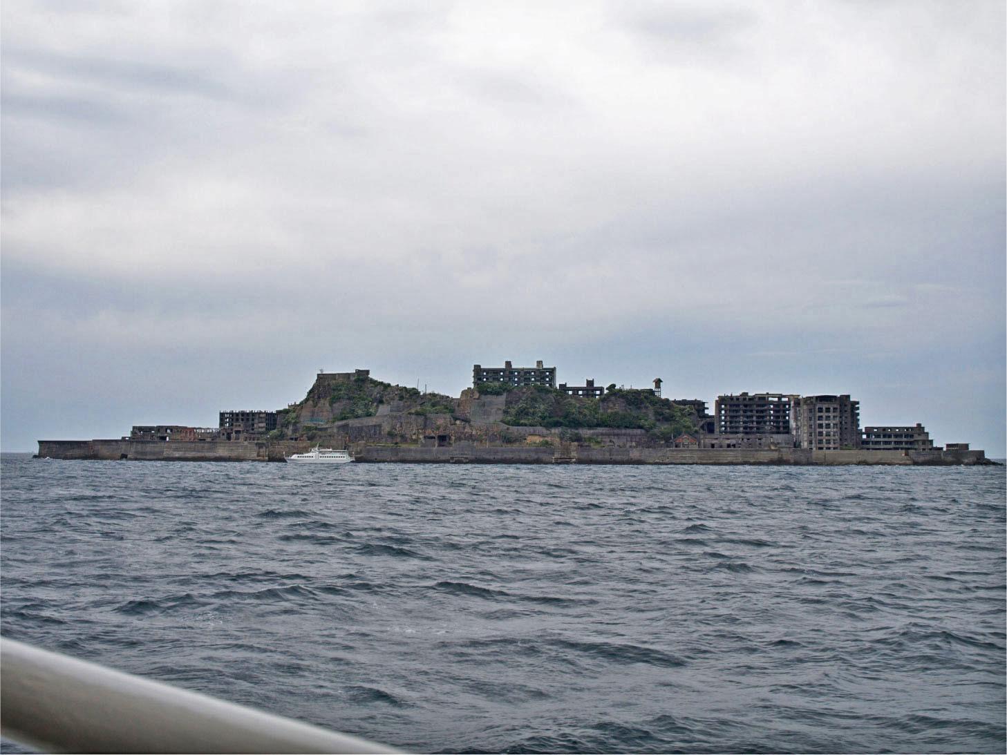 軍艦島全景。