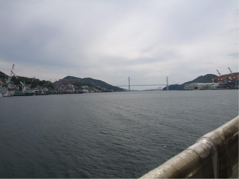 前方に橋が見えてくる。