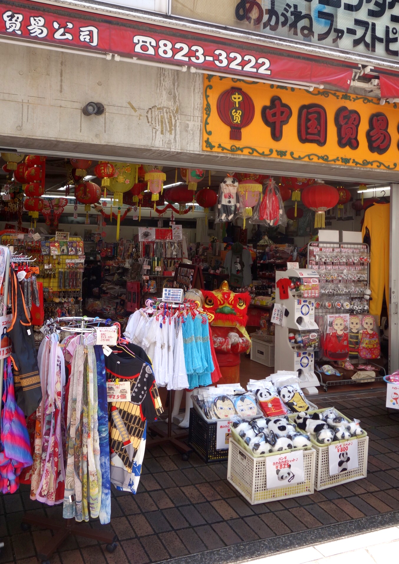 中華街の雑貨屋(撮影:中野龍三)。