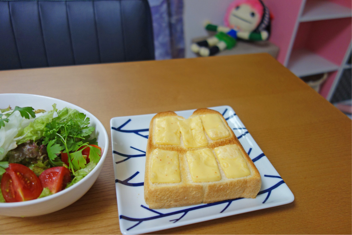 サラダと一緒に、出来上がり!(撮影:中野龍三)。