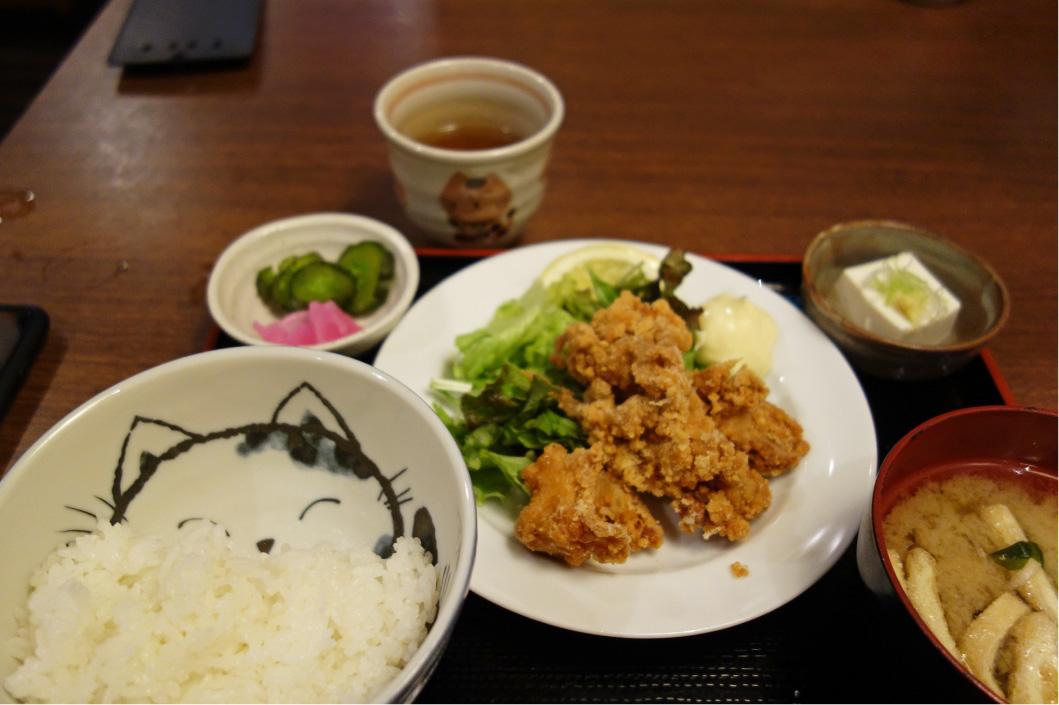 目黒「ねこや」鶏の唐揚げ定食。