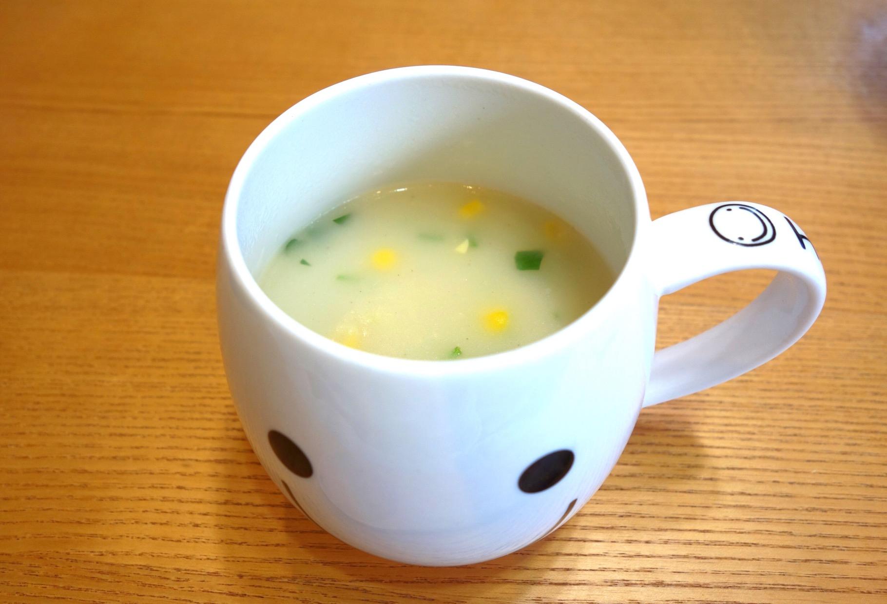 コーンスープ出来上がり!(撮影:中野龍三)。