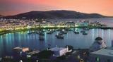 ミコノス島の街の夕暮れ