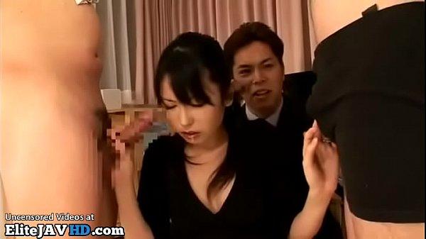 嫁を性処理道具としか思っていない旦那の命令で夫同僚のチンポを咥える妻