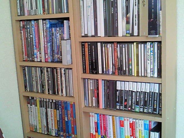 昨日、仕事帰りに買って来た無印良品の本棚。  昔買ったものとはやっぱり若干のサイズ変更があったみたいで、並べると少しアンバランスのような気もするけれど、収納に ...
