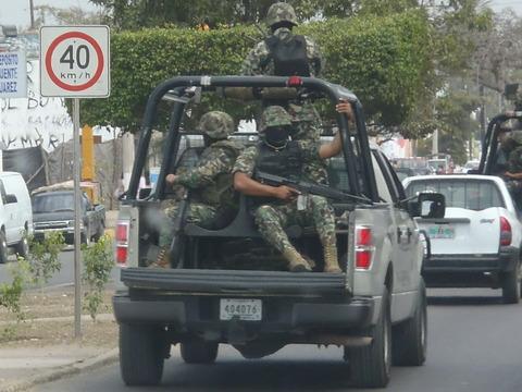 mexico_policemen
