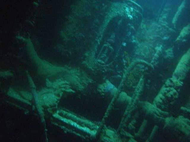 海の話です。   祖父から聞いた話です。祖父の実家は、漁村だったのですが、その沖合に戦争中に沈没した潜水艦があるという話しがあったそうです。